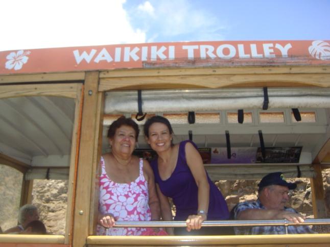 This is my mom and I in beautiful Hawaii in 2009.  Mi mamá y yo en Hawaii en 2009.